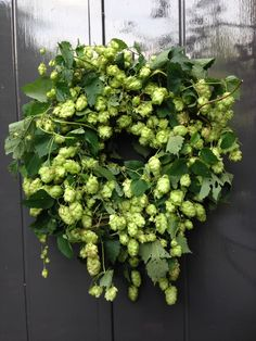 Pin on deko Christmas Gift Decorations, Holiday Wreaths, Flower Decorations, Wreath Crafts, Diy Wreath, Wreaths For Front Door, Door Wreaths, Decoration Inspiration, Welcome Wreath