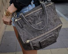 Givency pandora bag in gray!
