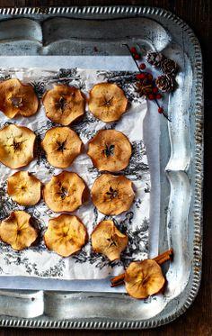 Cinnamon apple chips by @Zuckerzimtundliebe Jeanny for #sisterMAGXMAS issue #apples #christmas #snack