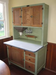 Amazing 1920's kitchen Hoosier cabinet. Flour bin and sifter with funnel into your mixing bowl. Kept bugs out of your baking!