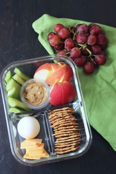 Box (aka DIY Bistro Box) Make lunch time super simple and totally delicious with this Protein Box, aka DIY Bistro Box. Packed with good stuff, it won't break the bank.Make lunch time super simple and totally delicious with this Protein Box, aka DIY Bistro Vegan Healthy Snacks, Protein Snacks, Healthy Meal Prep, Protein Box, Healthy Eating, Healthy Recipes, Healthy Lunches, Cheap Easy Healthy Snacks, Protein Lunch