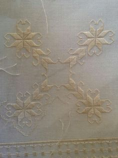 Hardanger Embroidery, Bargello, Cross Stitch, Elsa, Diy And Crafts, Ideas, Embroidery Stitches, Crocheting, Chic