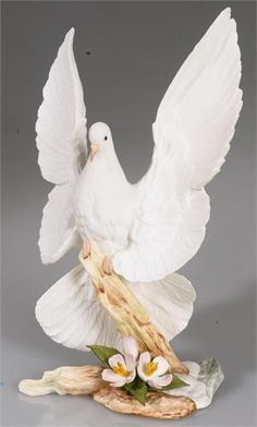 Decorative Arts Devoted Lime Green Figurine Serpentine Two Crested Birds In A Tree Made In China Ceramics & Porcelain