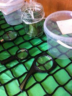 Spinnen tafel met vergrootglasjes !