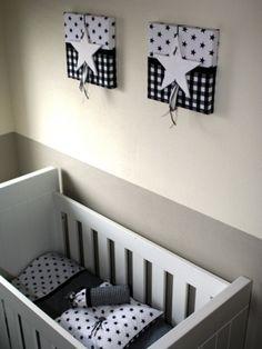styling van babykamer in opdracht met handgemaakte woonaccessoires ontworpen en handgemaakt door thuis met Moonulrike bedje