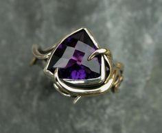 PEACOCK' collection. Sterling silver and 9ct gold ring with Amethyst