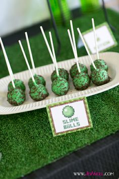 Slimeball cake pops at a Minecraft boy's party! View more ideas for parties on … - Slime Minecraft Cake Pops, Minecraft Birthday Cake, Hulk Birthday, Boy Birthday Parties, 8th Birthday, Minecraft Skins, Birthday Snacks, Cowboy Birthday, Cowboy Party