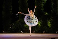 miko fogarty at age 15, performing a beautiful esmeralda variation. she has the best costumes!