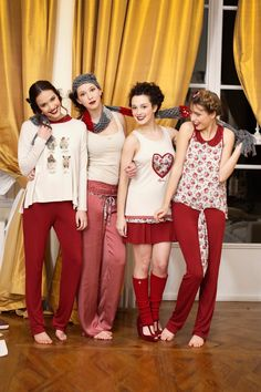 Da sinistra: Meg pigiama - Bella Camiciola e Margaret Pantalone - MArgaret Canotta e Meg Scaldamuscoli - Margaret Top e Meg Pantalone