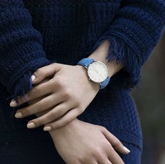 Dis you see Birline watches for girls? We have some exciting colors for you this spring @birlinewatcheswomen // #birline #birlinegirl ____________________________________  #harristweed #harristweedwatch #london #watch #tweed #londoner #watchcollector #classicdesign #britishdesign #girls #beautiful