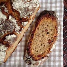 Dieses Brot ist eindeutig das leckerste und zugleich schönste, das ich bisher gebacken habe. Die Kruste, die Krume, der Geschmack - ich bin...
