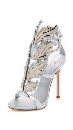 Badgley Mischka Giovana T Strap Sandals womens shoes
