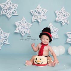 1st Birthday Boy Themes, 1st Birthday Photoshoot, First Birthday Pictures, Boy Birthday Parties, Birthday Ideas, First Birthday Winter, Babies First Christmas, Smash Cake Girl, Birthday Cake Smash