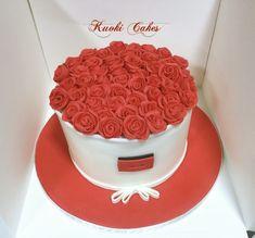 Gift box cake - cake by Donatella Bussacchetti Gift Box Cakes, Gift Cake, 25th Birthday Cakes, Birthday Ideas, Parisian Cake, Whipped Cream Cakes, Rose Gift, Painted Cakes, Rose Cake
