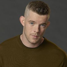 November 1981 in Essex, England, UK Flat Top Haircut, High Fade Haircut, Beautiful Men Faces, Gorgeous Men, Cool Haircuts, Haircuts For Men, Moustache, Russell Tovey, Being Human Uk