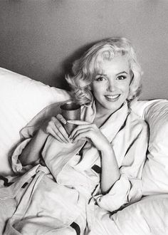 M. Monroe was an American actress, model, and singer, who became a major sex symbol, starring in a number of commercially successful motion pictures during the 1950s and early 1960s. www.lecollectionist.com