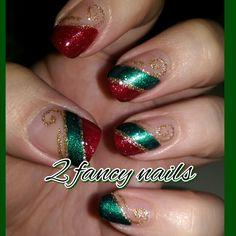 Christmas Present Nails, Holiday Nails, Christmas Nails, Fancy Nails, Red Nails, Hair And Nails, Green And Gold, Red Green, Beauty Hacks
