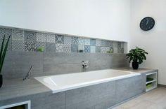 Eine Badewanne mit Hartschaumplatten verkleiden. #fliesenliebe #wohlfühloase #europemix Mehr dazu unter http://www.fliesenmax.de/homes-by-x/newsdetails/news/badewannen-in-neuem-kleid-542.html