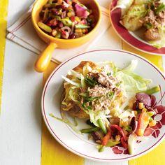 Pofaardappel met sla en tonijndressing