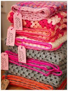 . Crochet Home, Love Crochet, Crochet Granny, Learn To Crochet, Beautiful Crochet, Crochet Crafts, Crochet Yarn, Crochet Projects, Granny Stripes