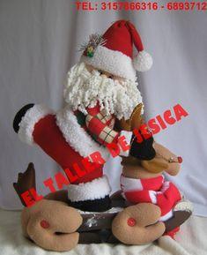 Santa esquiador – ARTE JESICA Stair Steps, Bedroom Carpet, Carpet Runner, Christmas Stockings, Photo Wall, Santa, Holiday Decor, Diy, Home Decor