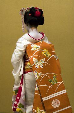 Japanese Geisha, Japanese Kimono, Kimono Japan, Judo, Karate, Japanese Costume, Yukata, Kimono Fashion, Warm Colors