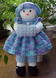 Country Cuties~Cute Crochet~Cute crochet patterns for sale~country cutie dolls~gingerbread~quick and easy~cute gifts~cows~bears~toys~gingerbread~afghans~slippers~leaflets~