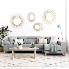 Air sofá tapizado / ¡Un sofá cómodo y elegante!  El modelo Air, tapizado en tela y con patas de madera de haya natural, es perfecto para conseguir un ambiente único y distintivo en el salón de tu hogar. Los cabezales son reclinables y los asientos extraíbles, ¡súper práctico!  * En la imagen: Sofá XXL (299 cm) con Chaise Longue derecha, tapizado en la tela Aura gris claro 14.  * La posición de la chaise se indica mirando de frente el sofá. Living Room Interior, Living Room Decor, Queen Size Sofa Bed, Cheap Sofas, Furniture, Home Decor, Bedroom Benches, Sectional Sofas, Natural