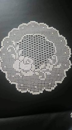 Crochet Round, Filet Crochet, Half Double Crochet, Irish Crochet, Crochet Doilies, Crochet Stitches, Vintage Lace, Vintage Items, Diy And Crafts