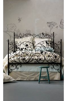 Decorative iron bed frame-stencils on the walls work with the design-loose, flowing lines. Dream Bedroom, Home Bedroom, Bedroom Decor, Bedroom Pics, Fairy Bedroom, Bedroom Furniture, Home Design, Wall Design, Wrought Iron Beds