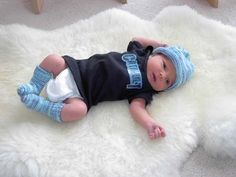 Baby Hat and Socks ( birth – 3 months) This makes a great gift for a newborn. The pictures are of my first Grand daughter (Meika) born June ...