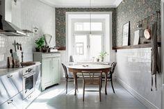 Le papier peint dans la cuisine