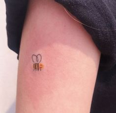 Image discovered by Find images and videos about cute, art and tattoo on We Heart It - the app to get lost in what you love. Party Tattoos, Mini Tattoos, Body Art Tattoos, Cool Tattoos, Beautiful Tattoos, Sweet Tattoos, Dream Tattoos, Future Tattoos, Little Tattoos