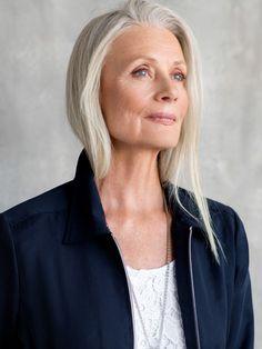 Pia gronning mature powerhouse grey hair, aging gracefully и Long Gray Hair, Grey Hair, Lilac Hair, Pastel Hair, Blue Hair, Pelo Color Plata, Older Beauty, Beautiful Old Woman, Ageless Beauty
