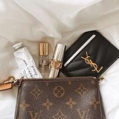 Louis Vuitton Mini Pochette, Louis Vuitton Wallet, Vuitton Bag, Louis Vuitton Handbags, Louis Vuitton Monogram, Luxury Purses, Luxury Bags, Louis Vuitton Taschen, Packing Tips