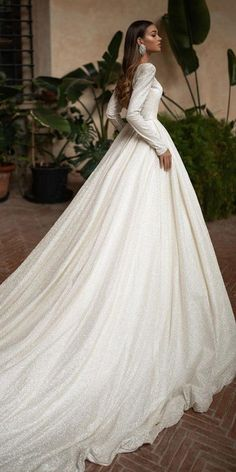 24 Awesome Ball Gown Wedding Dresses You Love There is a big range of ball gown wedding dresses. Sometimes it is difficult to choose only one bridal dress for a wedding day. Firstly, you must decide. Wedding Dresses Plus Size, Modest Wedding Dresses, Wedding Dress Styles, Bridal Dresses, Wedding Gowns, Wedding Lace, Mermaid Wedding, Rustic Wedding, Long Sleeve Wedding