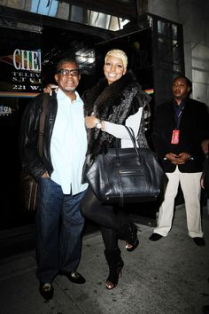 NeNe Leakes Photos Photos - 'Real Housewives of Atlanta' star NeNe Leakes makes her way out of the 'Wendy Williams Show' in New York City where she discussed her plans to re-marry ex Greg Leakes. - NeNe Leaks Talks Remarriage