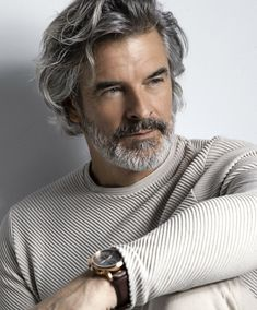 Older Mens Long Hairstyles, Haircuts For Men, Cool Hairstyles, Mens Grey Hairstyles, Hair And Beard Styles, Curly Hair Styles, Silver Foxes Men, Grey Hair Men, Handsome Older Men
