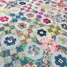 SO INSPIRING! This quilt was brought along by a Customer to our Sit & Stitch yesterday and we all fell head over heels for it ❤️ . Our next Sit & Stitch is on the 18th of Feb ❤️ We just have a couple of spots left, please email us to secure a spot/purchase a ticket... $15 each with refreshments provided. . Our warehouse is located in O'Connor, W.A. . . . . . . . #thestrawberrythief#loveliberty#libertybetsy#libertylawn#libertytanalawn#sewliberty#sewgood#sewing#sewinspiring#libertyoflondo...