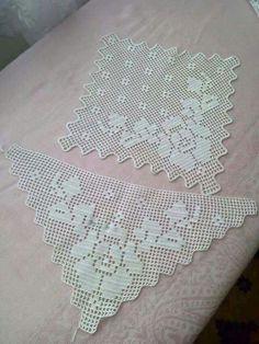 This Pin was discovered by Lal Filet Crochet, Crochet Lace Edging, Crochet Borders, Irish Crochet, Crochet Doilies, Crochet Flowers, Crotchet Patterns, Doily Patterns, Crochet Books