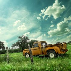 Oh how I would love to be in the bed of that truck, with old country tunes playing :)