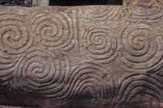 The Neolithic art of Newgrange, located in County Meath, Ireland. Older than the Great Pyramid of Giza in Egypt, and Stonehenge in England, Newgrange is over years old (dating to approximately. Celtic Symbols, Celtic Art, Celtic Knots, Alexandre Le Grand, Spiritual Photos, Celtic Goddess, Irish Art, Ancient Mysteries, Celtic Designs