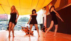 """Sexto Encuentro Plural de Danza.  En este Sexto Encuentro Plural de Danza participaron alumnos del Centro Cultural Ollin Yoliztli, aquí participan en grupo de baile """"Rakssa´da"""". Foto: Dardané Pérez Romero SC."""
