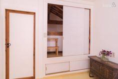안채 - 큰방(다락으로 연결되는 미닫이 문)