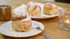 Appelbollen met frangipane   Dagelijkse kost Delicious Desserts, Dessert Recipes, Yummy Food, Belgian Food, Ring Cake, Dutch Recipes, Beignets, Biscotti, Deserts