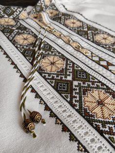 Все ж таки вимушена щиро зізнатись, люблю споглядати уже на готові речі, особливо, коли знаю, що замовник дууууууже задоволений :)))) Трі... Embroidery Neck Designs, Embroidery Patterns, Mens Indian Wear, Cross Stitch Designs, Free Pattern, Jewelery, Sewing Projects, Bohemian Rug, Textiles