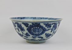 A MING DYNASTY HONGZHI PERIOD 1488-1505 BLUE AND WHITE BOWL. DIAMETER: 14.8cm.