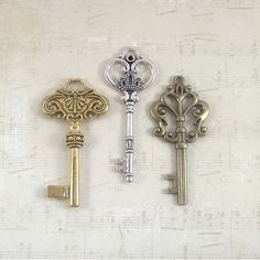 SET OF 3 $4.60 for 3 all keys are 3 inches and come in all 3 colors. Heavy, great for weddings and Christmas decorations.