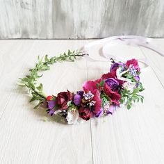 An asymmetrical flower crown with ranunculus, fragrant peas, red berries and curling greens. Bright and gentle at the same time. A such greenery flower crown will fit well with many outfits and will be appropriate at any event. Floral crown is decorated with fabric flowers. Due to