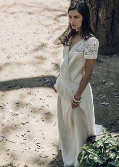 robe de mariée blanche Laure de Sagazan, brodée de dentelle, mariée parisienne inspiration collection 2016 http://www.vogue.fr/mariage/adresses/diaporama/laure-de-sagazan-dvoile-sa-nouvelle-collection-de-robes-de-marie-2016/21435#la-collection-de-robes-de-marie-2016-de-laure-de-sagazan